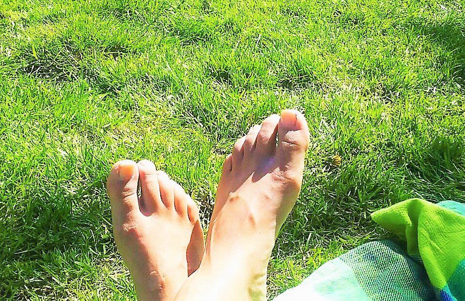 Met de voeten over elkaar- Massagepraktijk Aylin